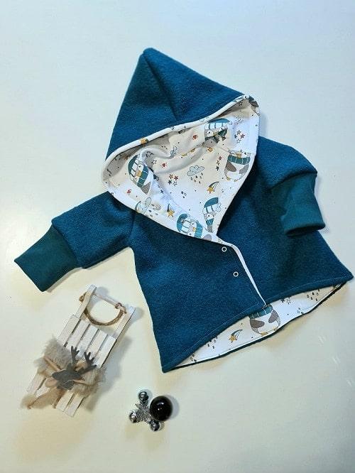blaue jacke mit carina professional nähmaschine genäht